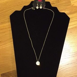 NWT Bling bling necklace and earring set
